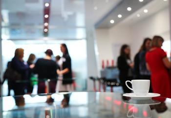 Offene Unternehmensstrategien können sich besonders für junge Unternehmerinnen und Unternehmer auf verschiedenen Ebenen lohnen. Image credit: Cozendo (Source: Pixabay)
