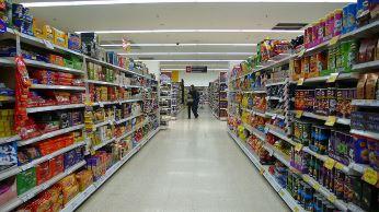 Supermarket shelves. Image credit: yisris (Source: Flickr)