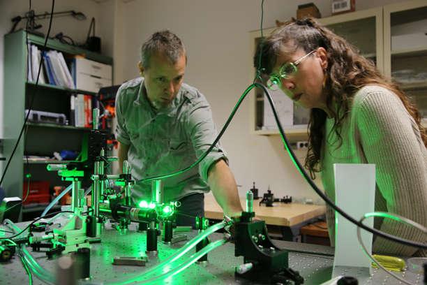Chris Hessenius and Amy Phillips with the new VECSEL laser (Photo credit: Paul Tumarkin/Tech Launch Arizona)