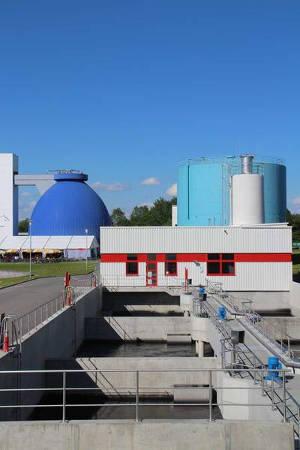 Die Pulveraktivkohleanlage auf der Kläranlage Langwiese. Zweieinhalb Jahre nach Inbetriebnahme der zusätzlichen Reinigungsstufe wurden im Ablauf der Kläranlage deutliche Verbesserungen der Gewässerqualität festgestellt. Foto credit: Jutta Schneider-Rapp