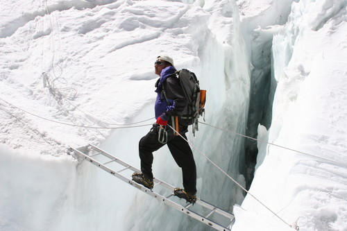 Sherpa mountain guide Pem Dorjee sherpa at Khumbu Ice Fall. Image credit: Pem Dorjee sherpa (Source: Wikipedia)