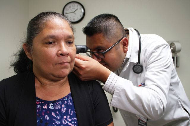 Dr. Jose Javier Hernandez examines Roselle Martinez at the Hanford Family Medicine residency clinic at the Adventist Medical Center in Hanford, California. Image credit: UCLA Health