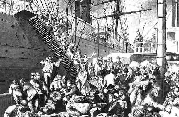Deutsche Emigranten betreten um 1850 ein Dampfschiff in Richtung New York City/USA. Bild Quelle: Wikimedia Commons