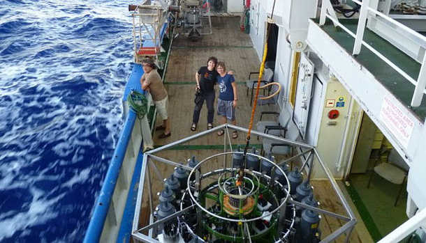 Forschungsschiff Pelagia. Am Deck die CTD-Rosette (Conductivity, temperature and density) zur Probennahme (Image copyright: Gerhard Herndl)
