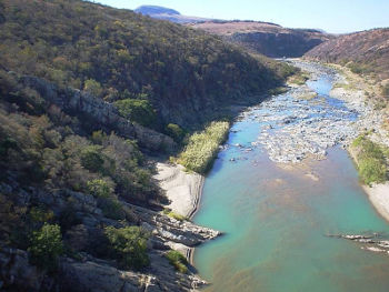 Gesteine des Pongolabeckens in Südafrika. Foto credit: Axel Hofmann/University of Johannesburg