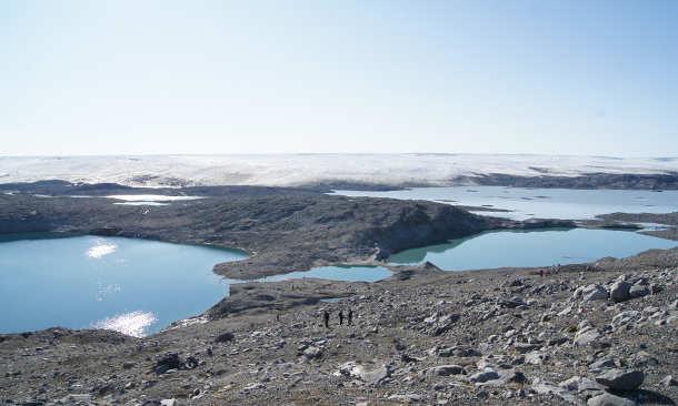 Neu entstandene Seen vor den Eismassen in Grönland. (Image credit: Ruben Sommaruga)