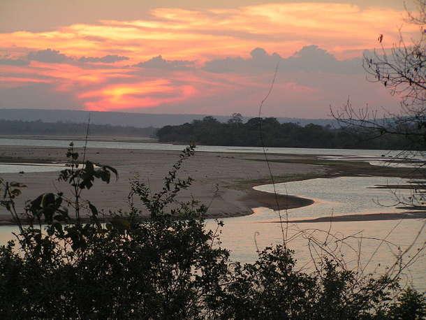 Sonnenuntergang über dem Rufiji im Selous. Image credit: Panii (Source: Wikipedia)