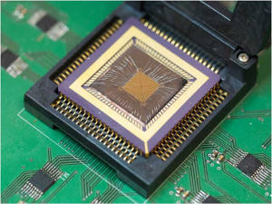 The memristor chip that powers the new reservoir computing system. Image credit: Wei Lu