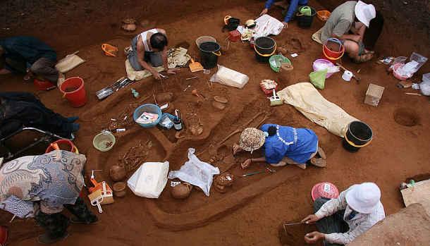 Bei Ausgrabungen im Jahr 2007 wurden bei Man Bac, Vietnam, alte menschliche Überreste gefunden. Die DNA aus den Skeletten ist Inhalt der aktuellen Studie (Image copyright: Lorna Tilley, Australian National University).