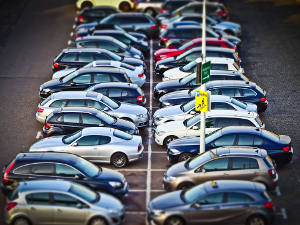 In a new study, Asst. Prof. Koichiro Ito finds certain attribute-based regulations incentivize automakers to increase the weight of their vehicles. Image credit: MichaelGaida (Source: Pixabay)