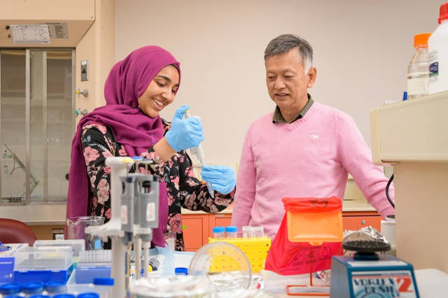 Hira Peracha (left) works in the research lab where her mentor, Dr. Shunji Tomatsu of Nemours/Alfred I. duPont Hospital for Children, studies the rare genetic disorders known as MPS. Photo by Evan Krape